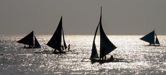 Navegando al atardecer, Boracay