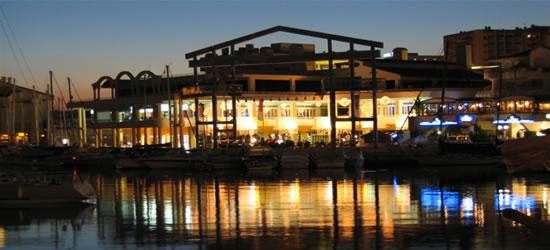 Puerto de Benalmádena en la noche