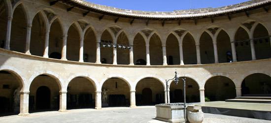 Patio de Castello Bellver