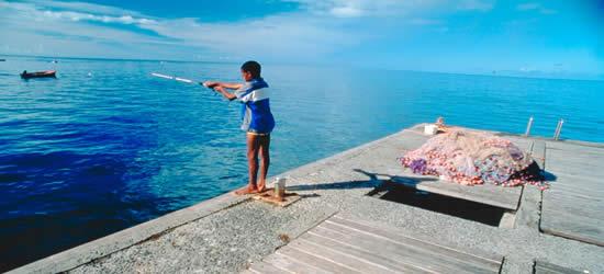 Pesca local del muchacho