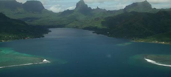 Bahía de Opunohu en la costa norte de Tahití