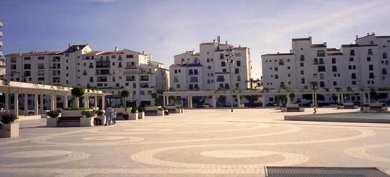 La Plaza, Puerto Banús