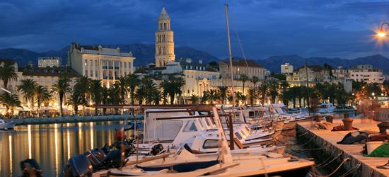 Barcos locales amarrados en Night, Split