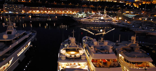 Puerto de Mónaco en la noche