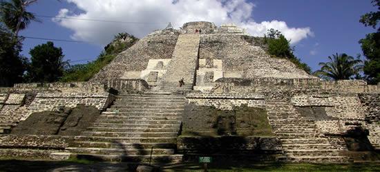 Antiguos templos mayas