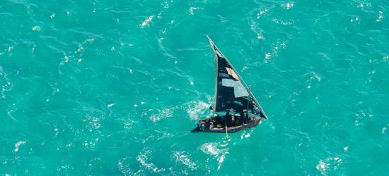 Fotografía aérea de un Dhow local