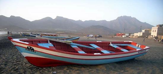 Barcos pesqueros multicolor