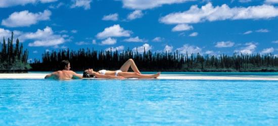 Poolside, Nueva Caledonia