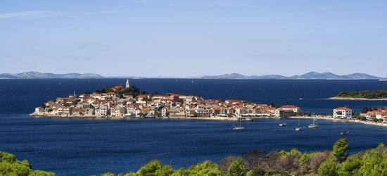 Vista de la isla de Primosten, Croacia
