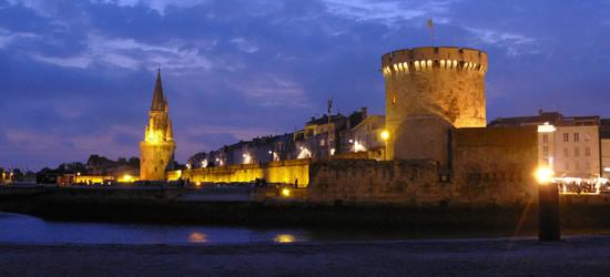 Puerto de la Rochelle en la noche