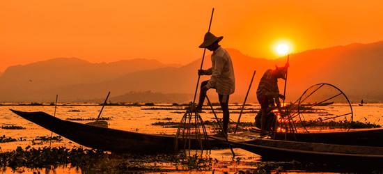 Pescadores en el amanecer
