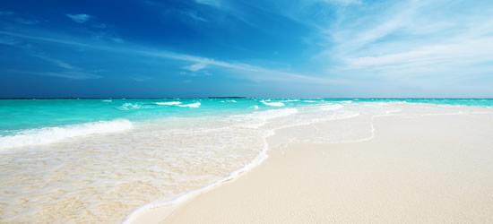 Playa con Sandspit, Maldivas