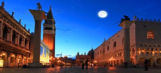 Luna Llena en la Plaza San Marco, Venecia