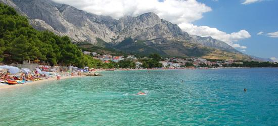 Las playas y las aguas turquesas de Baska Voda