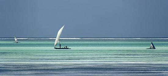 Barcos cerca de la playa, Zanzíbar