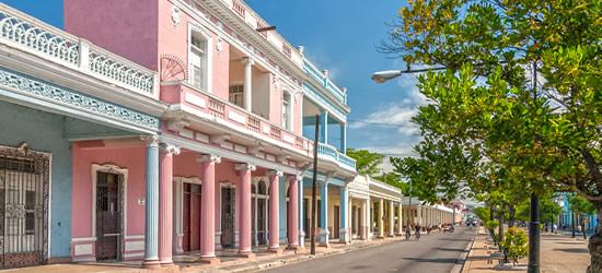 Edificios en colores pastel coloreados, Cienfuegos