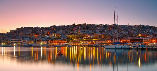 Paisaje de la tarde en un puerto deportivo de Atenas